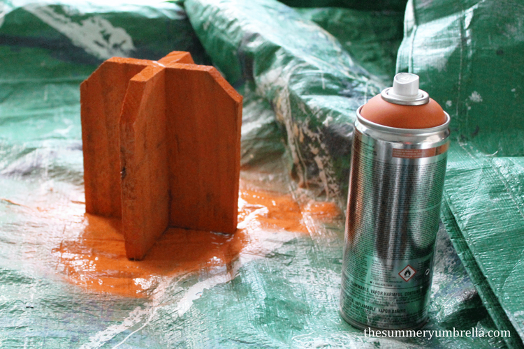 Isn't this DIY reclaimed wood pumpkin adorable? Learn how to create your own now!