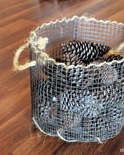 Have you always wanted to create your very own DIY wire mesh basket? Then you're in luck today! Learn how with this tutorial NOW!