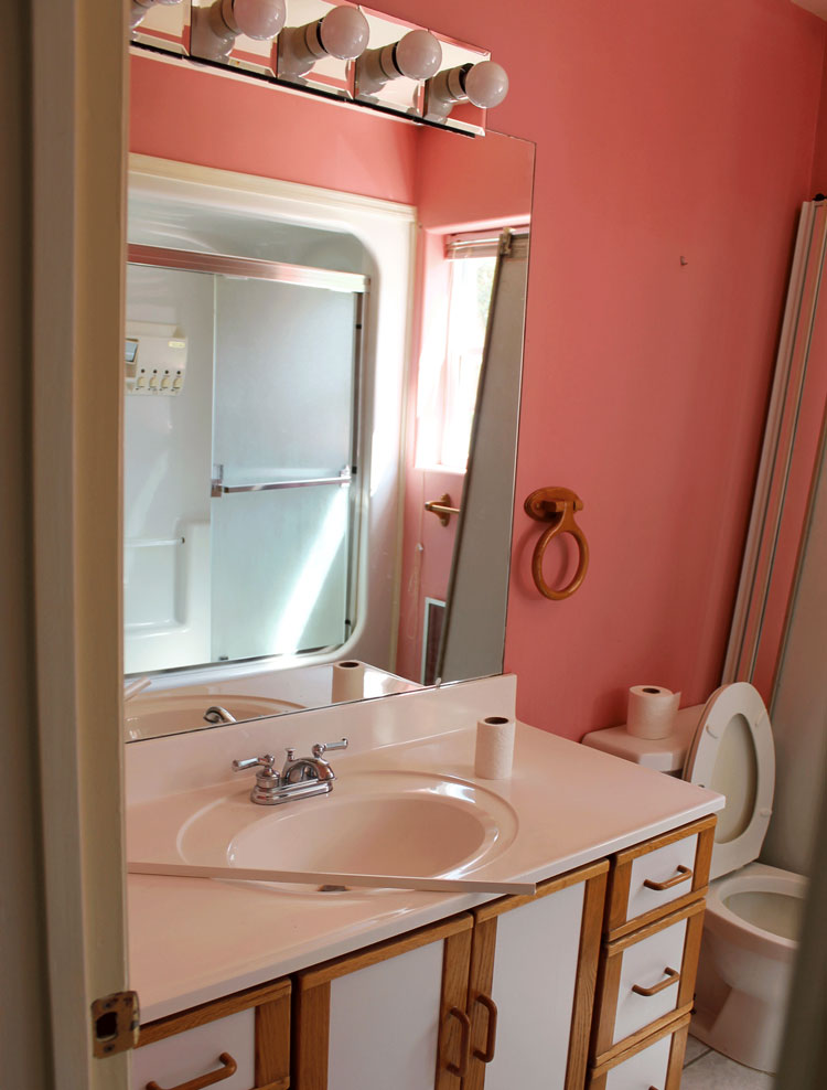 upcycle an old vanity bathroom into this gorgeous diy Mason Jar Pendant Light