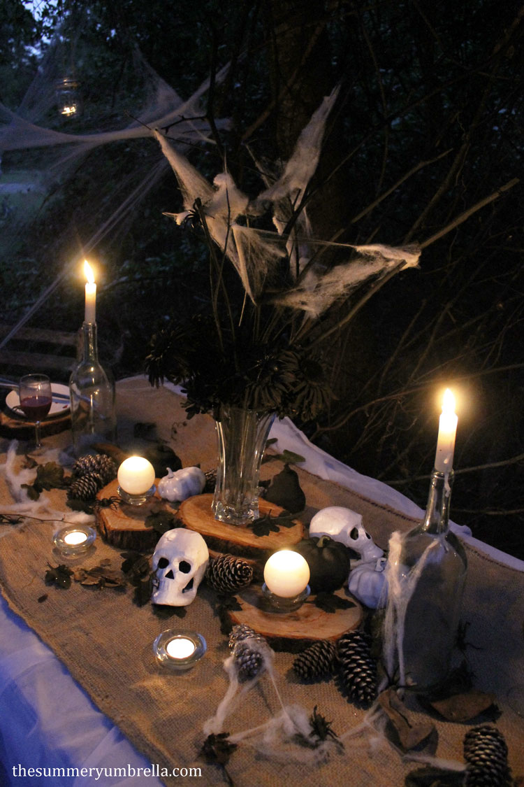 creepy and spooky Halloween table decor