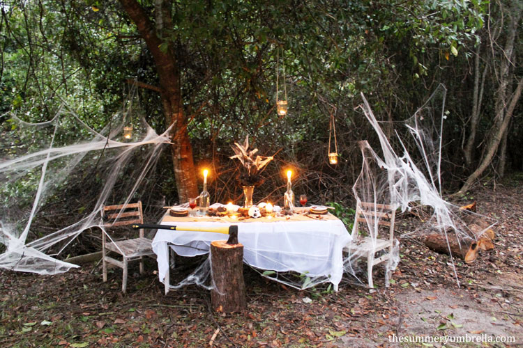 how to create a beautiful and spooky halloween table decor