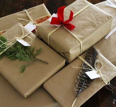 Looking for interesting and rustic holiday gift wrapping ideas for the upcoming holidays? Try a few of these beauties that are super simple to use and find!