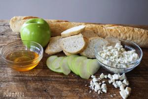 Apple Gorgonzola Crostini