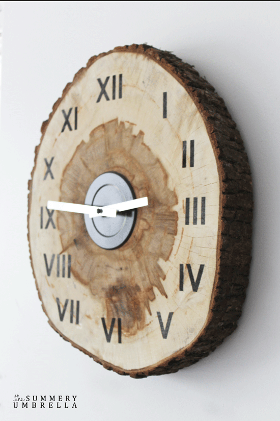 Have you been looking for an easy and rustic way to bring in a clock to your home? Learn how with this amazing DIY wood slice clock in a few simple steps!