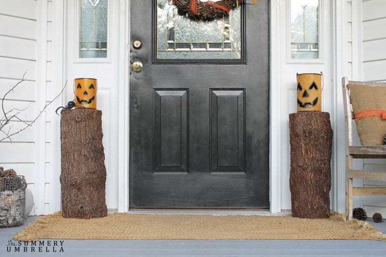 Creating a rustic Halloween porch is a piece of cake! Let me show you how you to transform your porch into an inviting display for the fall season.
