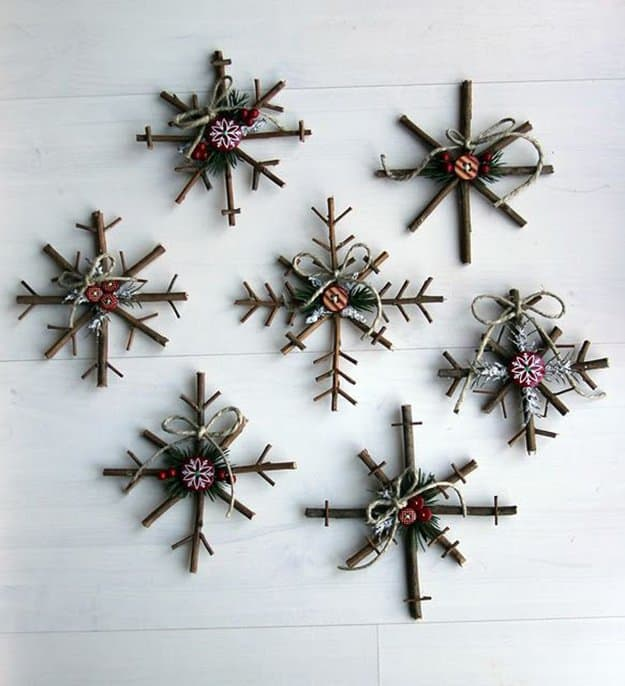diy rustic snowflake decor