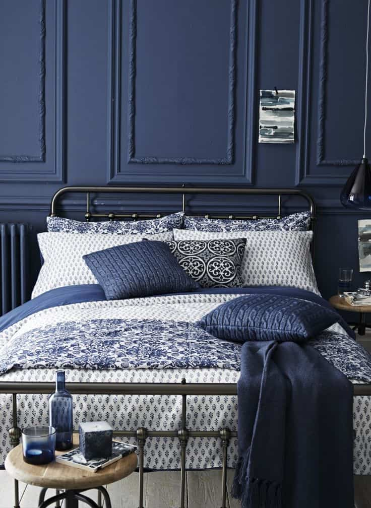 Forget the light colors! Let's bring in a bold and beautiful color like navy blue inside your home. Check out these navy blue bedrooms for inspiration NOW!