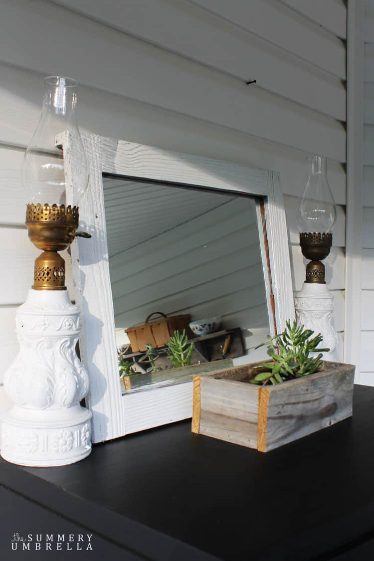 Sometimes all you need is a little bit of paint to fix a problem. This gorgeous lantern makeover is a perfect example! MUST READ!