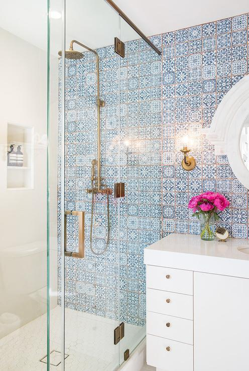 You can never go wrong with a neutral bathroom, can you? Neutral bathrooms have been in vogue for years, and they don't seem to wain in popularity!