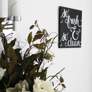 Favorite Freebie Friday: DIY Bathroom Sign