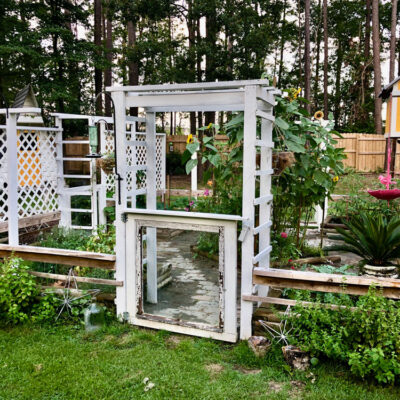 12 Helpful Small Garden Ideas and Tips